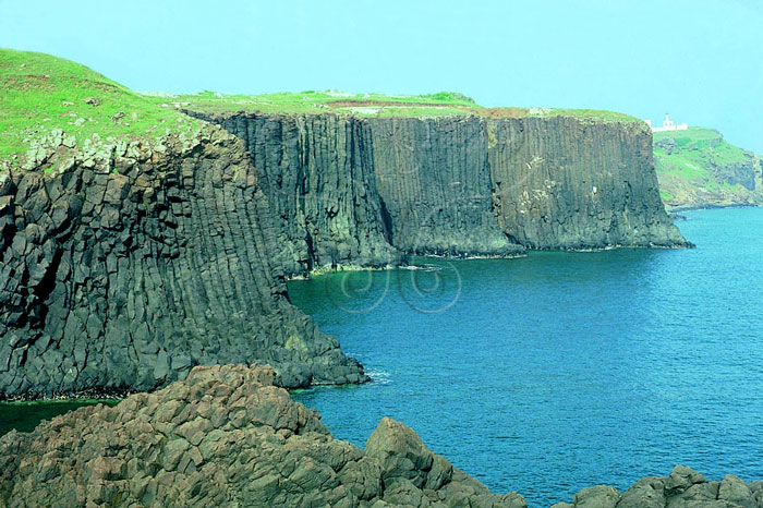 * 圖說:圖1.澎湖列島玄武岩所成的平坦似方山之熔岩臺地* 作者:莊文星