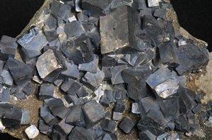* 圖說:圖4.方鉛礦是提煉鉛的主要原料。* 作者:洪誌楀拍攝* 智財權:國立自然科學博物館