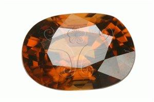 * 圖說:圖1.刻面型的風信子如同鑽石般具有「出火」的現象(產地:緬甸;重量:9.82克拉)* 作者:洪誌楀拍攝* 智財權:國立自然科學博物館