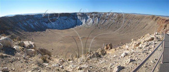 * 圖說:圖十八、美國亞利桑納州巴林杰隕石坑全景* 作者:何恭算拍攝* 智財權:國立自然科學博物館